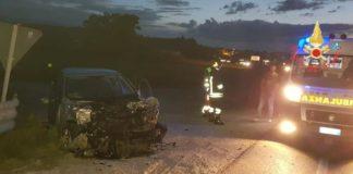 Ss 106, scontro auto-camion: un ferito grave
