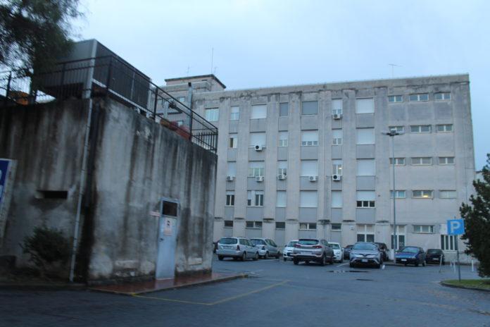 Ospedale di Praia, pronto soccorso nel caos: medico lavora per 30 ore di seguito