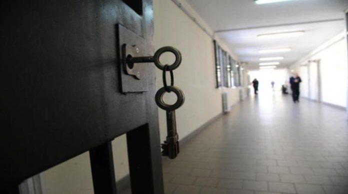 Come muore in cella un detenuto malato: lettere dal carcere di Secondigliano