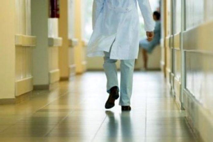 Crotone: medico comunica decesso del paziente, famigliari lo picchiano