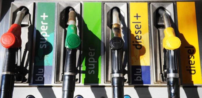 Controlli della Guardia di Finanza: tarocco un distributore di carburante su 5