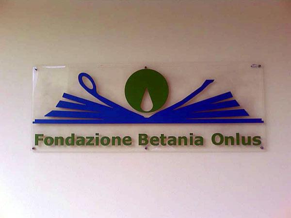 «Chi è il 'cravattaro' che vuole la morte della Fondazione Betania?»