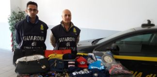 Paola, la Guardia di Finanza sequestra 426 capi contraffatti