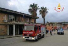 Soverato, incendio doloso davanti a scuola