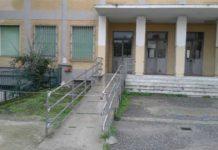 Catanzaro, cade un pezzo di cornicione in un edificio della scuola