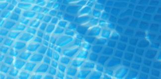 Bimbo morto in piscina a Cosenza: «Giancarlo non è annegato»
