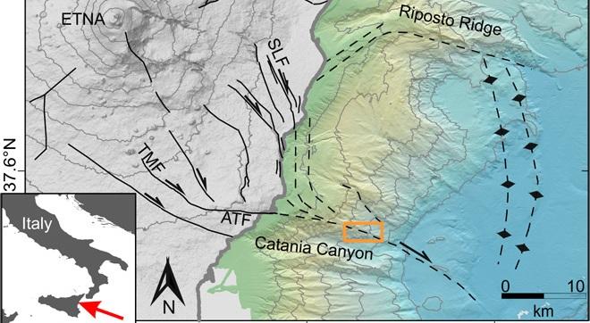 Un fianco dell'Etna si muove lateralmente