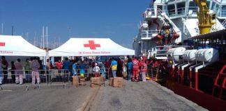 Calabria | Altro giorno, altro sbarco: a Crotone arrivano altri 507 migranti soccorsi in mare