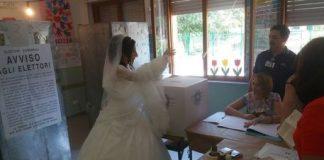 Calabria   Si reca alle urne subito dopo il sì, neo sposa vota in abito bianco tra lo stupore generale