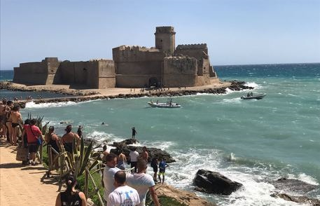 Calabria   Trovato morto 20enne disperso in mare, oggi avrebbe dovuto sostenere l'esame di maturità