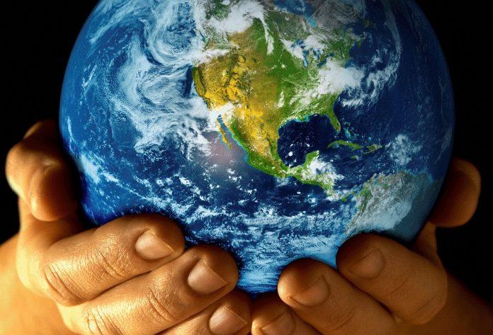Noi esseri umani di passaggio, irrispettosi della terra che ci ospita e ci nutre