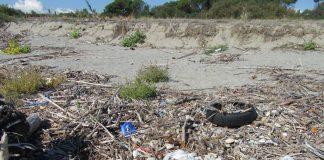Spiaggiamento rifiuti a Catanzaro e Borgia, Arpacal raccoglie dati per studio del fenomeno
