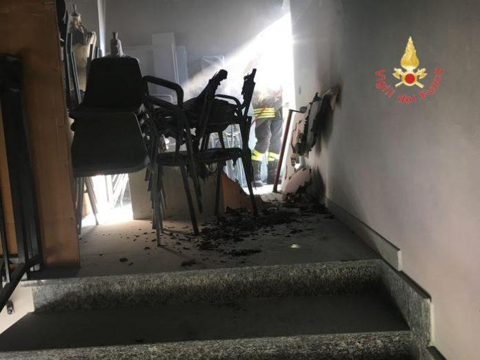 Incendio devasta il sottoscala di una scuola calabrese
