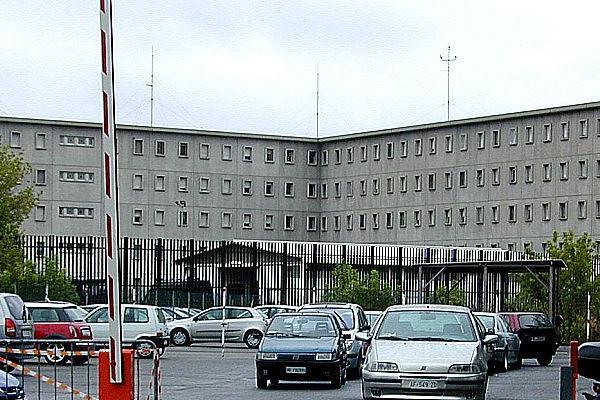 'Ndrangheta: i pestaggi del clan Grande Aracri nel carcere di Bologna, nei guai anche due agenti