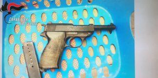 Vibo Valentia, nascondeva pistola da guerra: arrestato