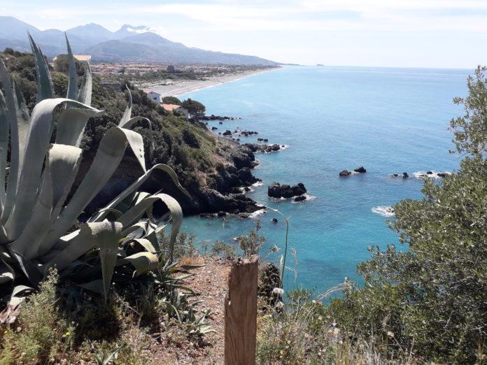 Scalea, scarichi abusivi nella baia del Carpino: ecco da dove arrivano e come inquinano