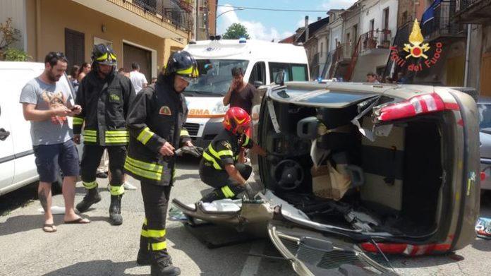 Olivadi: auto si ribalta, ferito il conducente