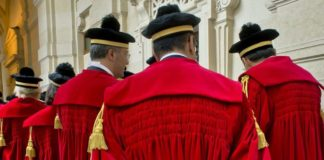 Cassazione: «Opposizione legittimata a insultare sindaco se non mantiene le promesse»