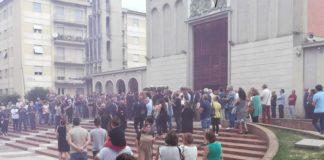 Commozione ai funerali di Francesco Augieri: «Morto per difendere un amico»