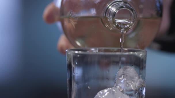 Ritirato lotto di acqua Santa Croce: «Non bevete quella in scadenza il 2020»