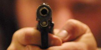 Tortora, tre uomini armati di pistola picchiano e derubano residenti