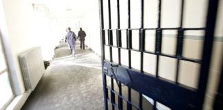 Agente aggredito nel carcere di Paola